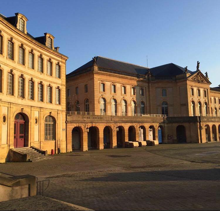 Metz, Place de la Comédie : un bail emphytéotique OUI, une cession NON !